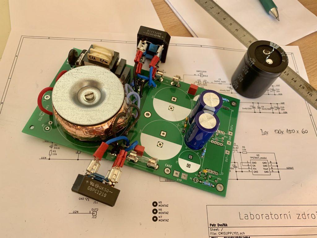 Elektronika na stole