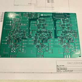 Nově vyrobená deska plošných spojů
